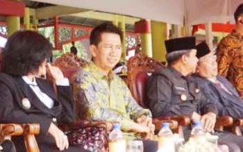 Bupati Barito Utara, Nadalsyah saat menghadiri HUT TNI ke-72 di Lapangan Sanaman Mantikei, Palangka Raya, Kamis (5/10/2017)