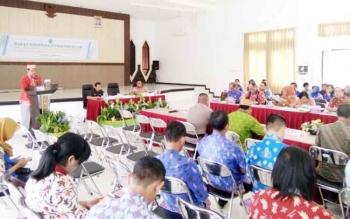 Wakil Bupati Lamandau, Sugiyarto membuka Rakordal triwulan III di Kantor Bappeda, Kamis (5/10/2017)