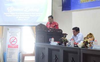 Sekda Barito Utara Jainal Abidin saat menyampaikan sambutan bupati pada pembukaan Rakor FSQ ke VI tingkat Kalimantan Tengah di aula Bapedda, Kamis (5/10/2017).