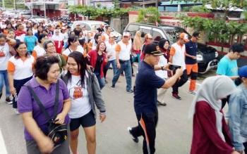 Ribuan peserta mengikuti jalan sehat yang dilaksanakan KPU Kabupaten Gunung Mas, Jumat (6/10/2017)