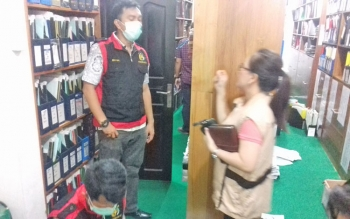 Penyidik Kejari Kotim menggeledah kantor BPN.