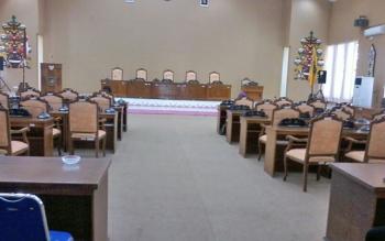 Ruang rapat paripurna DPRD Katingan sepi setelah rapat paripurna batal digelar karena anggota dewan tidak kuorum, Jumat (6/10/2017) sore.