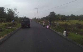 Akses Jalan Anjir KM 1 sei Kupang baru sekitar 6 Kilo meter teraspal.