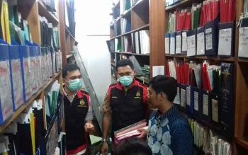 Kejari Kotim saat menggeledah kantor BPN Kotim.