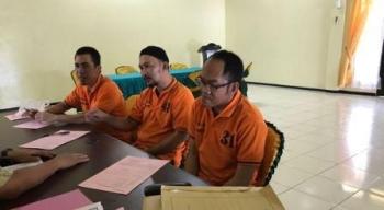 Nordin, Yudiansyah dan Sugianto saat jalani pelimpahan berkas tahap II di Kejari Seruyan.