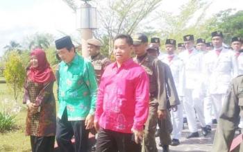 Waki Bupati Kotim, Taufik Mukri dan Plt Sekda pada acara penyambutan Kirab Pemuda Indonesia, Sabtu (7/9/2017).