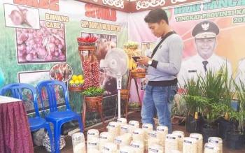 Salah satu stan hasil pertanian pada pameran hari pangan sedunia di Sampit, Sabtu (7/10/2017)