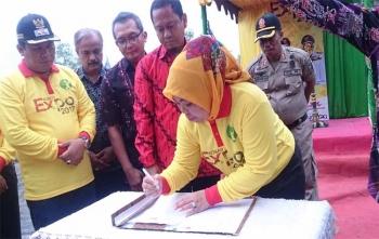 Bupati Kotawaringin Barat, Hj Nurhidayah menandatangani MoO dengan PT Telkom, Sabtu (7/10/2017)