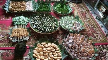 Ikatan Keluarga Pangeran Ratu bakal menggelar Festival Mehampar Wadai yang dipusatkan di Jalan Bukit Indra Kencana, Kota Pangkalan Bun, Kabupaten Kotawaringin Barat pada 28-29 Oktober 2017.