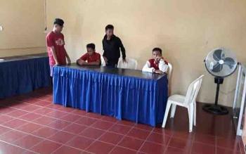 Korban pengeroyokan saat melapor ke Polsek Ketapang.