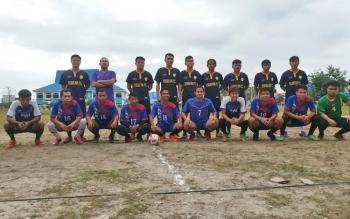 Tim futsal PWI Gumas bersama tim RSUD Kuala Kurun sebelum pertandingan, Senin (9/10/2017) pagi.