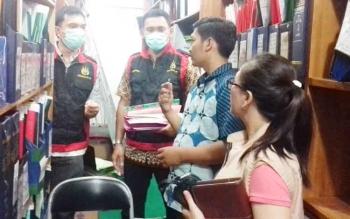 Penggeledahan di kantor BPN Kotim oleh penyidik Kejari, pekan lalu.