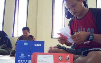 Proses pelipatan surat suara Pilkades Serentak Kotawaringin Timur 2017.