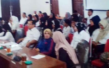RDP tentang kejelasan gaji honor guru K2 diruang rapat gabungan DPRD Kabupaten Kapuas, senin (9/10/2017).