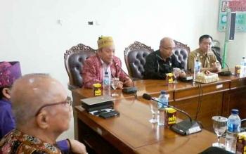 Ketua Tim 17 Rencana Pembentukan Katara, Supel Dalin Sari audensi dengan Ketua DPRD Ignatius Mantir L Nussa dan Bupati Sakariyas, Selasa (10/10/2017)