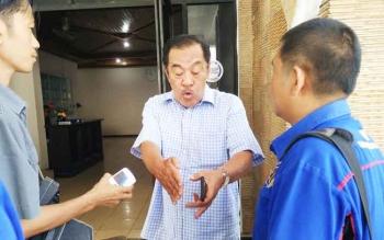Manager Sosial dan Pengamanan PT Austral Byna, Hasbulah saat diwawancarai wartawan