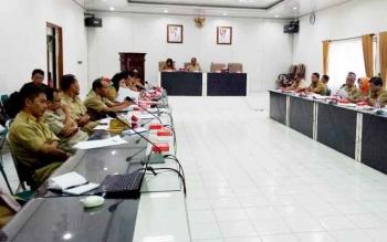 Asisten Sekda Bidang Administrasi Umum, H Fauzul Risma memimpin rapat bersama dinas dalam rangka persiapan penilaian Adipura, Selasa (10/10/2017)