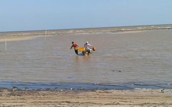 Nelayan di Kecamatan Pantai Lunci.