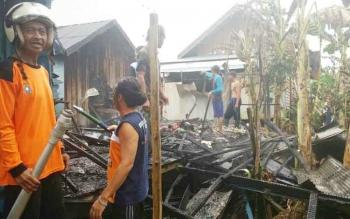 Rumah milik Ariel bin Adnan di RT 04, RW 01, Kelurahan Jelapat, Kecamatan Dusun Selatan, Kabupaten Barito Selatan, terbakar, Rabu (11/10/2017).
