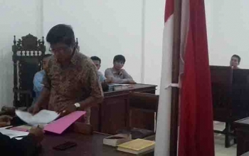 Sidang gugatan praperadilan terhadap Bea Cukai Sampit, terkait penangkapan tersangka miras.