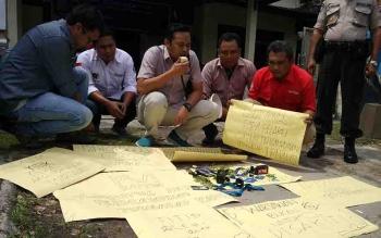Aksi solidaritas yang digelar PWI Kotim terkait penganiayaan terhadap wartawan di Banyumas.