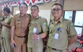 Kepala BKD Kotim, Alang Arianto (tengah) bersama Kepala Disbudpar Fajrurrahman (kiri), dan Kabid Anggaran DPKAD M Indra.