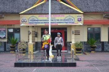 Wakapolres Barito Utara Kompol Novianto Taryono memimpin Apel Gelar Pasukan di halaman Polres, Kamis (12/10/2017) pagi.