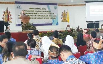 Kepala BKKBN RI, Surya Candra Surapaty, saat mengisi ceramah umum tentang KB di GPU Lantang Torang, Nanga Bulik Lamandau, Kamis (12/10/2017).