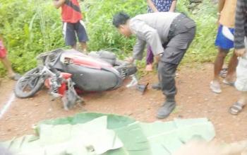 Kondisi motor korban saat berada di TKP kecelakaan.