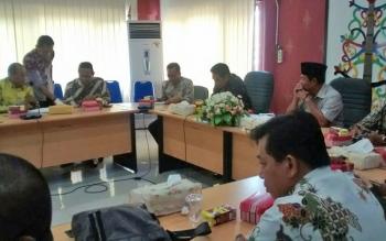 Jajaran DPRD Kota Palangka Raya saat menerima kunjungan kerja wakil rakyat dari Kabupaten Hulu Sungai Utara da Tanah Laut, Provinsi Kalsel, Kamis (12/10/2017).