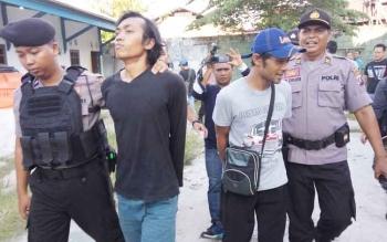 Dua pelaku pengoplos tabung gas LPG ini diamankan anggota Polres Palangka Raya, Jumat (13/10/2017)
