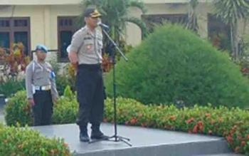 Kapolres Sukamara AKBP Rade Mangaraja S memimpin apel persiapan pengamanan Pilkades Serentak 2017.