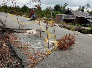 Titik jalan Kurun-Desa Tumbang Miwan, Kabupaten Gunung Mas, yang mengalami kerusakan.