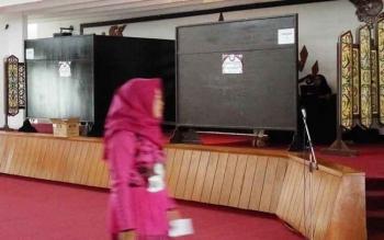Dalam box itulah peserta menjalani tahap pertama (precast) audisi Liga Dangdut Indonesia
