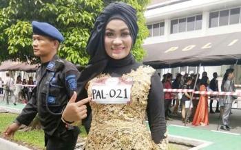 Melly Suryani saat mengikuti audisi Liga Dangdut Indonesia di Palangka Raya, Minggu (15/10/2017). Dalam audisi ia satu - satunya perwakilan dari Kobar yang lolos di enam besar