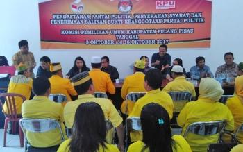 KPU Pulang Pisau saat menerima berkas pendaftaran dari partai yang akan menjadi peserta Pemilu 2019.