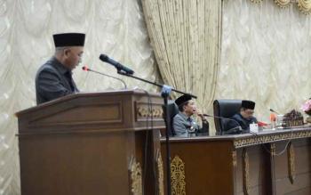 Juru bicara Fraksi PPP di DPRD Kabupaten Barito Utara saat menyampaikan pandangan umum fraksinya terhadap raperda penjaringan, penyaringan, pengangkatan, dan pemberhentian perangkat desa, dalam Rapat Paripurna, Senin (16/10/2017).
