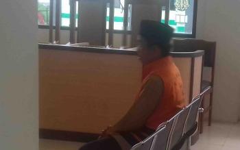 AN, terdakwa kasus pencabulan dalam persidangan di Pengadilan Negeri Sampit.