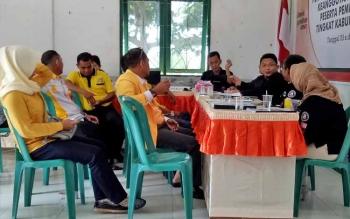 DPD Golkar Sukamara saat menyerahkan berkas keanggotaan partai politik ke KPU