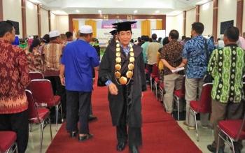 Wakil Bupati Kotim Taufiq Mukri usai mewisudah mahasiswa Akper Kotim, Selasa (17/10/2017).