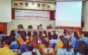 Diskusi publik tingkat Kabupaten Gunung Mas membahas dampak stunting terhadap kualitas SDM dan upaya pencegahan melalui pelibatan multi sektor dan multi stake holder, Selasa (17/10/2017)