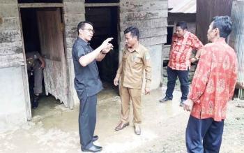 Setiap Kunjungan ke Desa Bupati selalu ke WC Umum