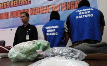 BNN Kalteng mengamankan dua orang oknum PNS TNI dan oknum Polri.BNN Kalteng mengamankan dua orang oknum PNS TNI dan oknum Polri.