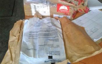 Barang berupa dokumen penting yang dikirim melalui Nam Air dari Pangkalan Bun tujuan Jakarta dalam kondisi rusak.