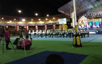 Seni baarak pengantin dan polisi cilik ditampilkan sebelum penutupan FSQ ke VI tingkat Provinsi Kalimantan Tengah di Arena Tiara Batara Muara Teweh, Rabu (18/10/2017) malam