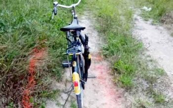 Sebuah sepeda pancal korban saat ditemukan di TKP.