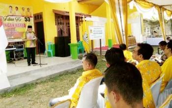 Tampak Sekretaris Daerah (Sekda) Lamandau, Arifin LP Umbing, saat menyampaikan sambutan Bupati Lamandau, dalam acara sykukuran HUT Partai Golkar ke 53 yang digekar DPD Golkar Lamandau, di Sekretariat Golkar, Jumat (20/10/2017)
