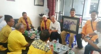 Pengurus dan kader DPD Partai Golkar Kobar mengunjungi kediaman Syarkawi Murad dalam kegiatan anjangsana