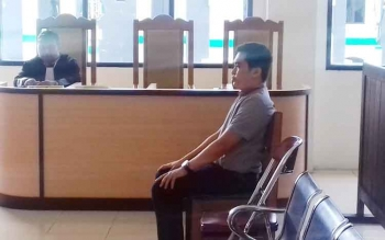 Rendra Paranandeng saat jalani sidang di Pengadilan Negeri Sampit.