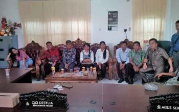 Sejumlah guru mengadu ke DPRD Kotim setelah mogok mengajar.